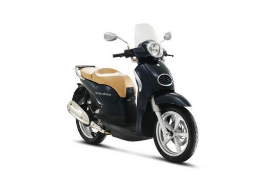 Aprilia Scarabeo 200, prestazioni e comfort per lo scooter classico che è sempre di moda