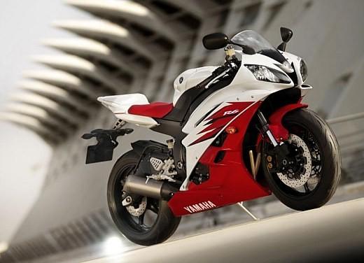 Yamaha R6 2006 - Foto 2 di 5