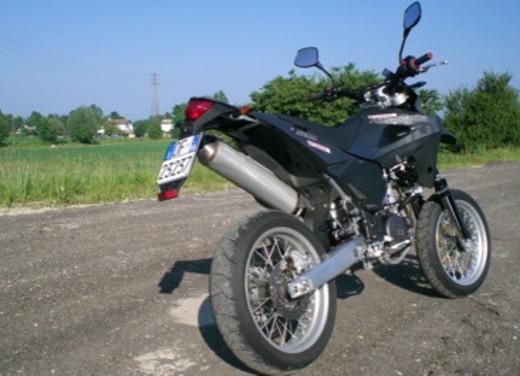 Husqvarna SM 610ie – Long Test Ride - Foto 5 di 48