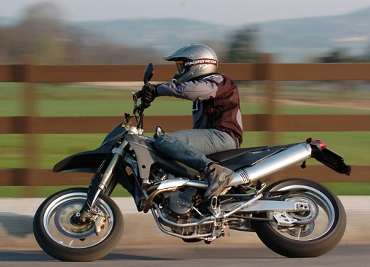 Husqvarna SM 610ie – Long Test Ride - Foto 45 di 48