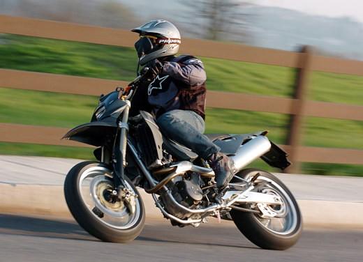 Husqvarna SM 610ie – Long Test Ride - Foto 43 di 48