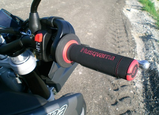 Husqvarna SM 610ie – Long Test Ride - Foto 10 di 48
