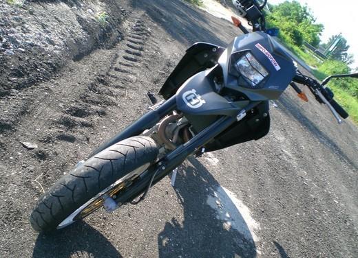 Husqvarna SM 610ie – Long Test Ride - Foto 17 di 48