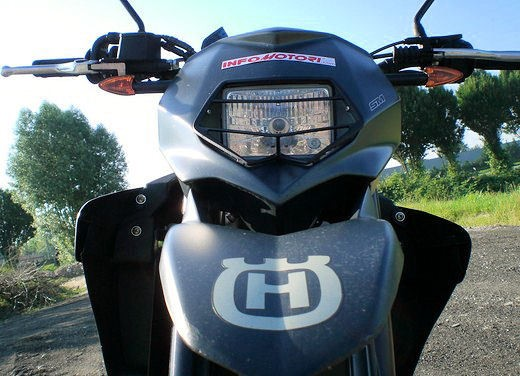 Husqvarna SM 610ie – Long Test Ride - Foto 18 di 48