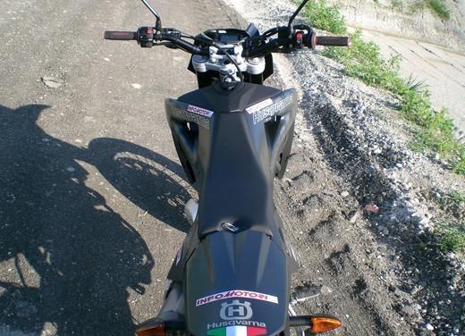 Husqvarna SM 610ie – Long Test Ride - Foto 23 di 48