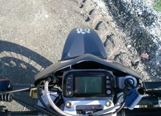Husqvarna SM 610ie – Long Test Ride - Foto 25 di 48