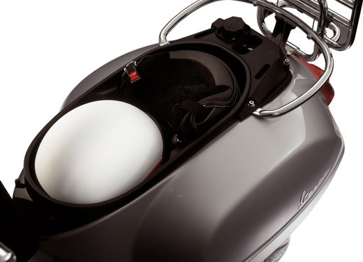 Nuova Vespa GTS 250: Test Ride - Foto 14 di 18