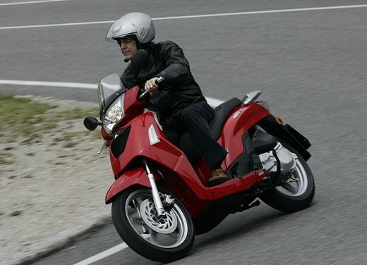 Kymco People 200 – Test Ride - Foto 4 di 10