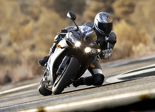 Yamaha R1 2006 - Foto 17 di 17