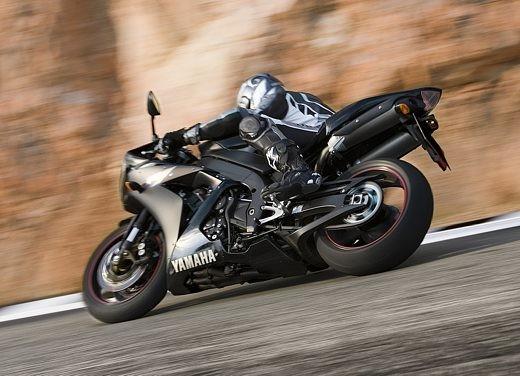 Yamaha R1 2006 - Foto 5 di 17