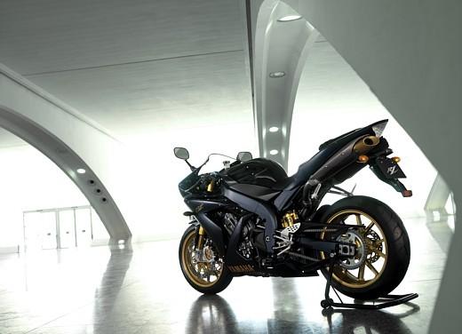 Yamaha R1 2006 - Foto 9 di 17