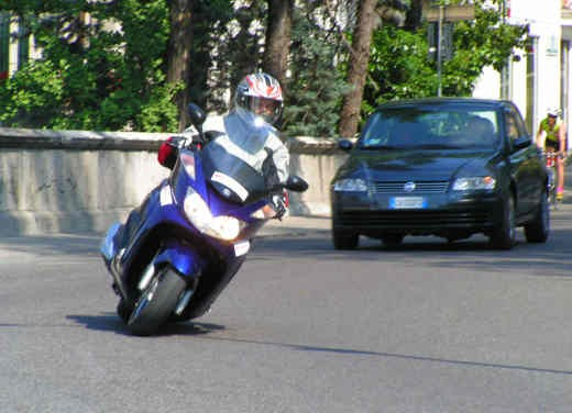 Yamaha Majesty 400: Test Ride - Foto 9 di 25