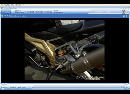 Aprilia RSV 1000 R e Factory – Video - Foto 4 di 10