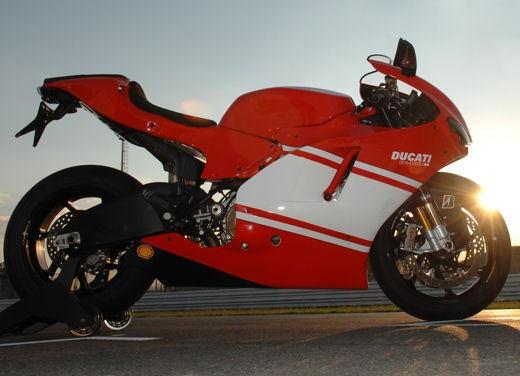 Ducati Desmosedici RR - Foto 31 di 35