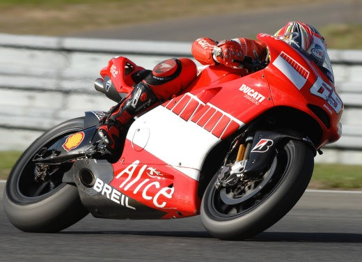 Ducati Desmosedici GP7 - Foto 7 di 11