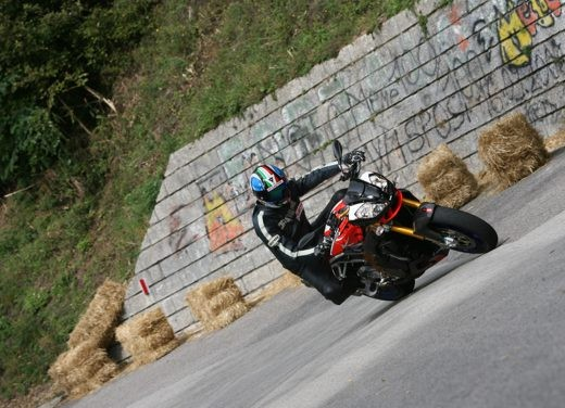 Aprilia Tuono 1000 R Factory – Long Test Ride - Foto 39 di 62