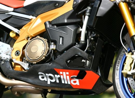 Aprilia Tuono 1000 R Factory – Long Test Ride - Foto 34 di 62