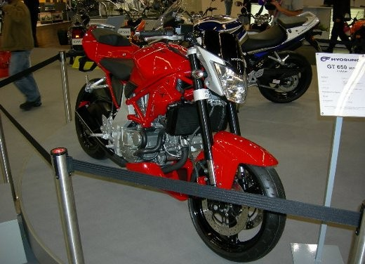 Hyosung all'Intermot 2006 - Foto 13 di 18