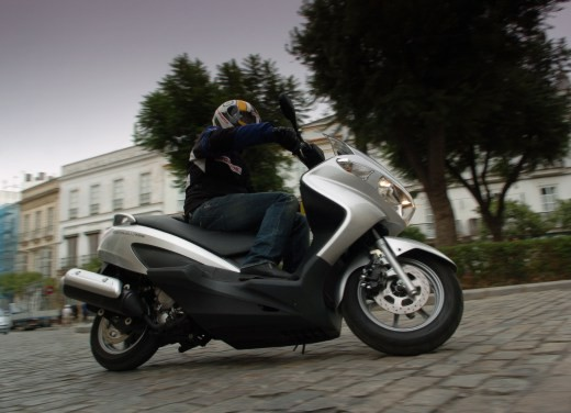 Suzuki Burgman 125 / 200 – Test Ride - Foto 9 di 28