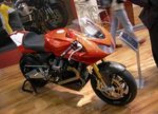 Moto Guzzi all'EICMA di Milano - Foto 3 di 14