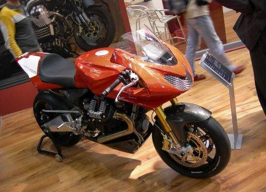 Moto Guzzi all'EICMA di Milano - Foto 2 di 14