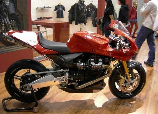 Moto Guzzi all'EICMA di Milano - Foto 5 di 14