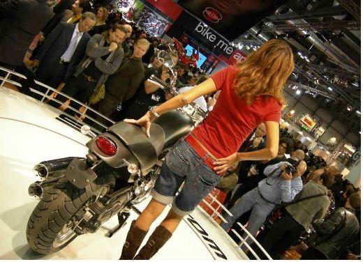 Moto Guzzi all'EICMA di Milano - Foto 8 di 14