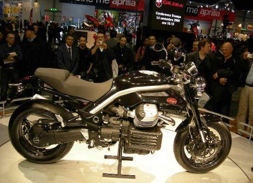 Moto Guzzi all'EICMA di Milano - Foto 11 di 14