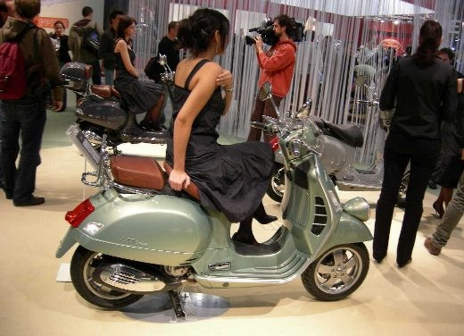 Vespa all'EICMA 2006 - Foto 6 di 9