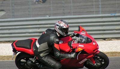 Ducati 749: Prova in pista del bicilindrico di Borgo Panigale