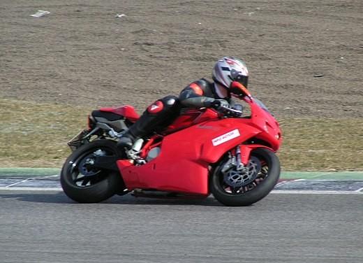 Ducati 749: Prova in pista del bicilindrico di Borgo Panigale - Foto 4 di 18