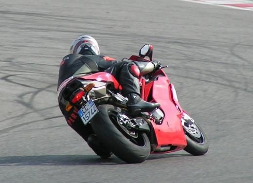 Ducati 749: Prova in pista del bicilindrico di Borgo Panigale - Foto 5 di 18
