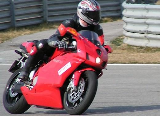 Ducati 749: Prova in pista del bicilindrico di Borgo Panigale - Foto 6 di 18