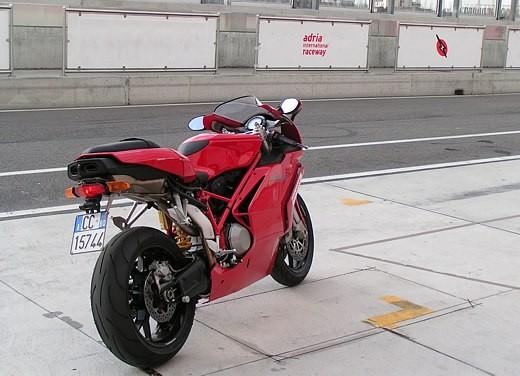 Ducati 749: Prova in pista del bicilindrico di Borgo Panigale - Foto 9 di 18