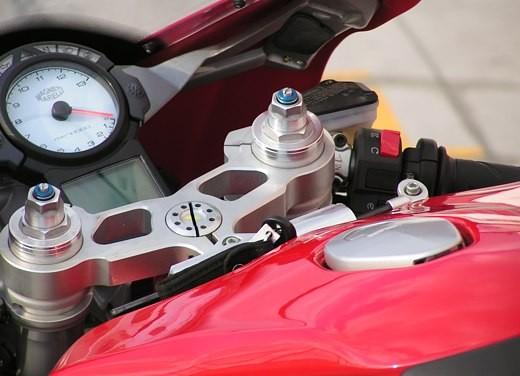 Ducati 749: Prova in pista del bicilindrico di Borgo Panigale - Foto 17 di 18