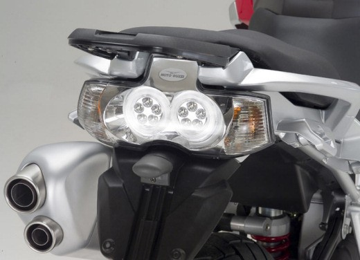 Moto Guzzi Stelvio 1200 - Foto 2 di 18