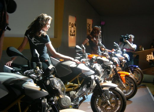 Aprilia Shiver e V4 Superbike - Foto 8 di 28