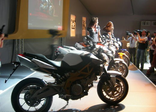 Aprilia Shiver e V4 Superbike - Foto 15 di 28