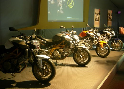 Aprilia Shiver e V4 Superbike - Foto 16 di 28