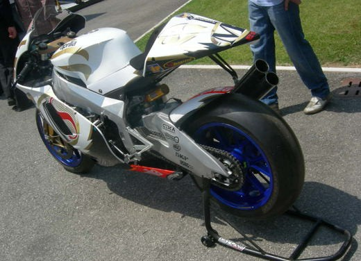 Aprilia Shiver e V4 Superbike - Foto 26 di 28