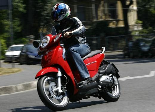 Aprilia Scarabeo 125 e 200 – Test Ride - Foto 8 di 25
