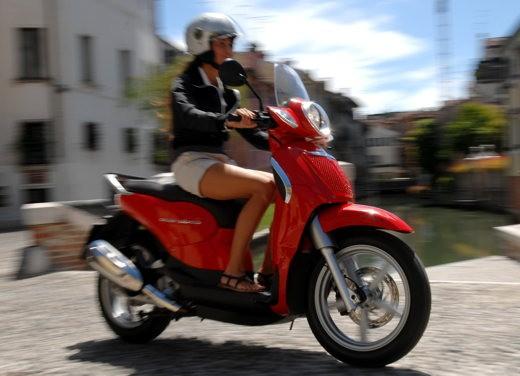 Aprilia Scarabeo 125 e 200 – Test Ride - Foto 9 di 25