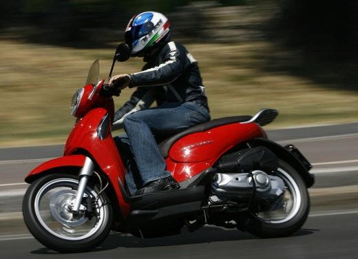 Aprilia Scarabeo 125 e 200 – Test Ride - Foto 11 di 25
