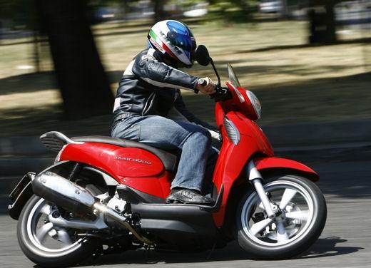 Aprilia Scarabeo 125 e 200 – Test Ride - Foto 12 di 25
