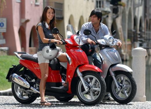 Aprilia Scarabeo 125 e 200 – Test Ride - Foto 14 di 25
