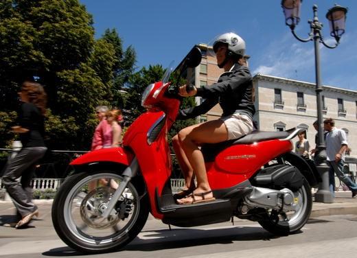 Aprilia Scarabeo 125 e 200 – Test Ride - Foto 15 di 25