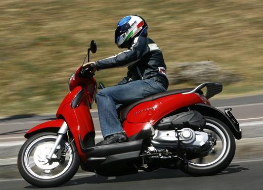 Aprilia Scarabeo 125 e 200 – Test Ride - Foto 16 di 25