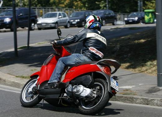 Aprilia Scarabeo 125 e 200 – Test Ride - Foto 17 di 25