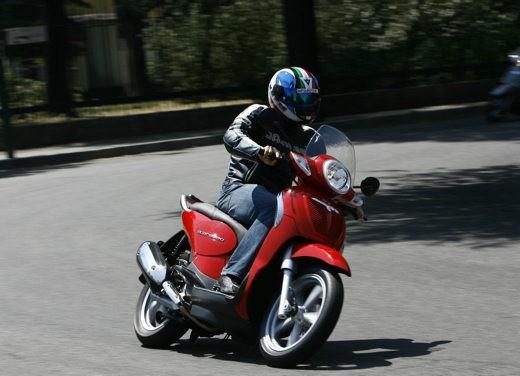 Aprilia Scarabeo 125 e 200 – Test Ride - Foto 18 di 25