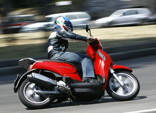 Aprilia Scarabeo 125 e 200 – Test Ride - Foto 19 di 25